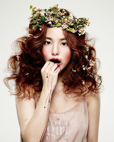 Min Hyo-rin by Choi Yong Bin (Spring Comes - Vogue Girl Korea January 2011) 1