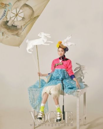Jang_Yoon_Ju_by_Lee_Gun-Ho_(Happy_Bunny_Girl_-_Vogue_Korea_February_2011)_9